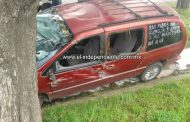 Automovilista queda herido en una aparatosa volcadura