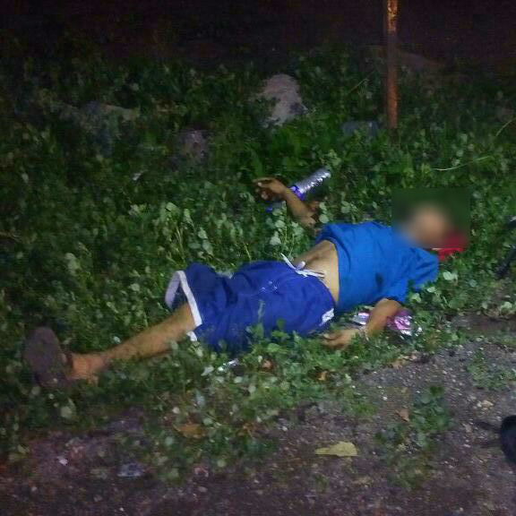 Sujetos en moto ultiman a tiros a un transeúnte, en Apatzingán