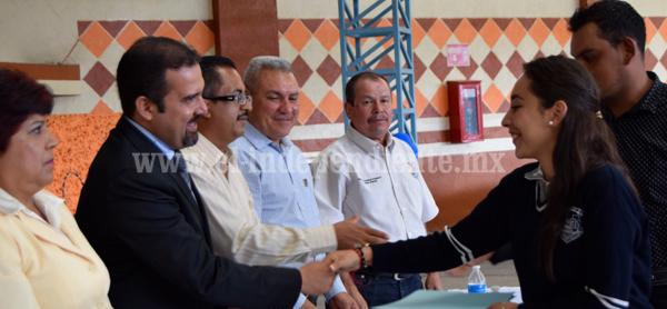 Alcalde de Ixtlán clausuró clases del Instituto José Vasconcelos
