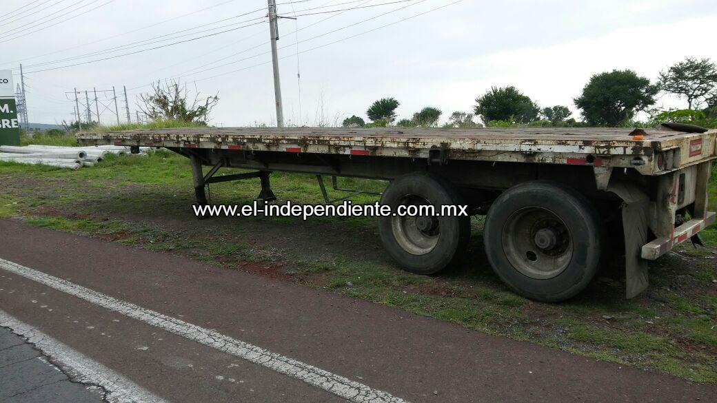 Federales encuentran en Jiquilpan dos semirremolques robados en Lázaro Cárdenas