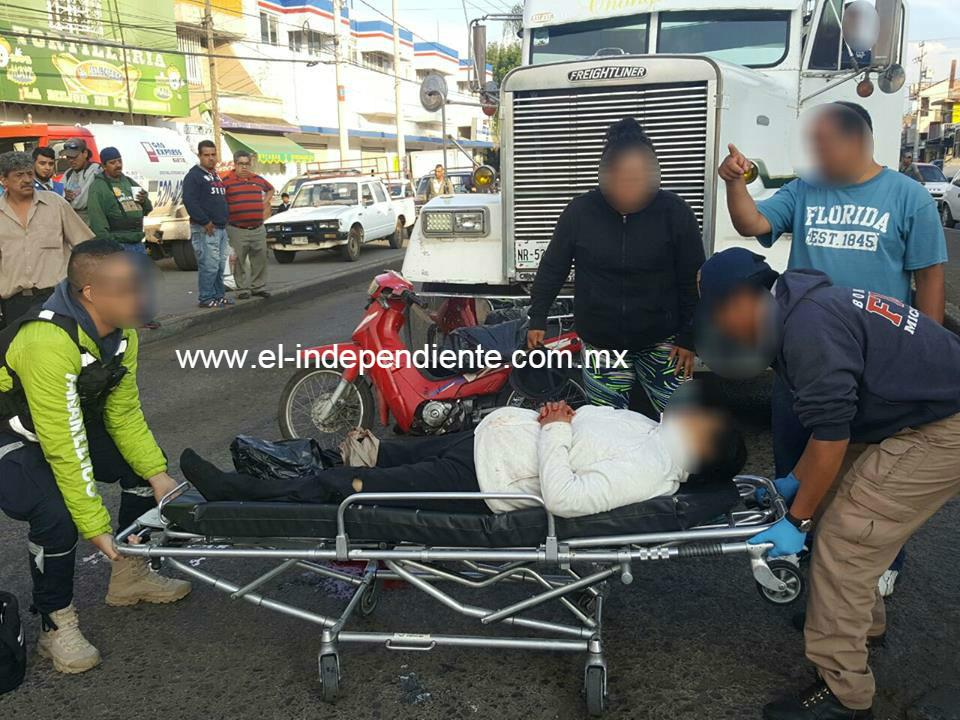 La atropella un camión de carga y le amputa un pie, en la Avenida Juárez