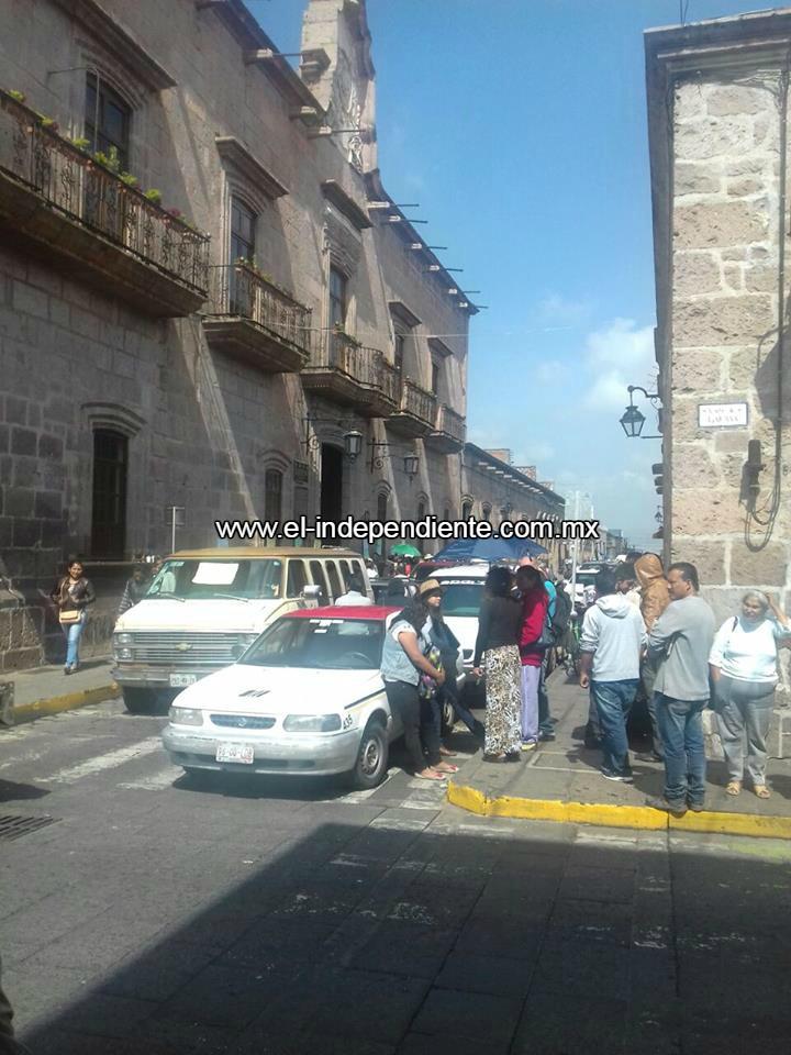 Asociaciones bloquean la alcaldía de Morelia