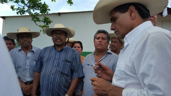 Dialoga Silvano Aureoles con agremiados a la CNTE región Huetamo