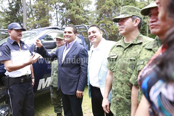 Instala Silvano Aureoles la nueva Policía y Tránsito Municipal en Uruapan