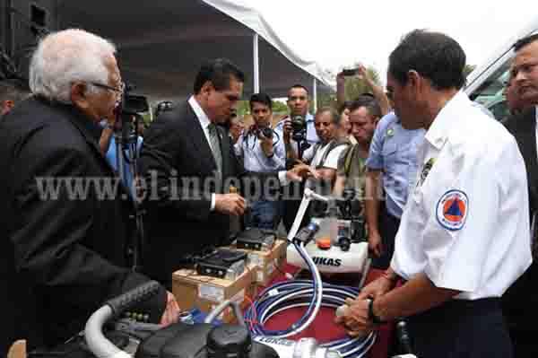 Entrega Gobernador equipo a Protección Civil por 37 mdp