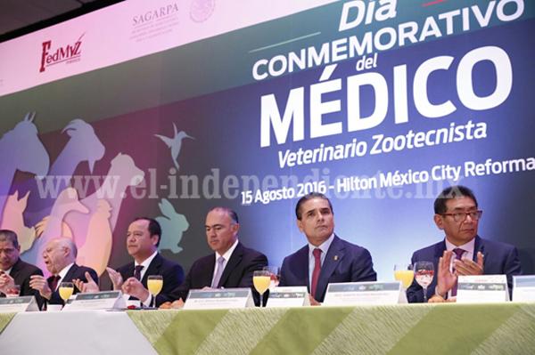 Asiste Gobernador a conmemoración del Día del Médico Veterinario Zootecnista