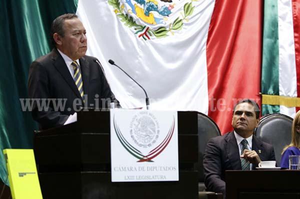 Asiste Silvano Aureoles a informe legislativo del diputado Jesús Zambrano