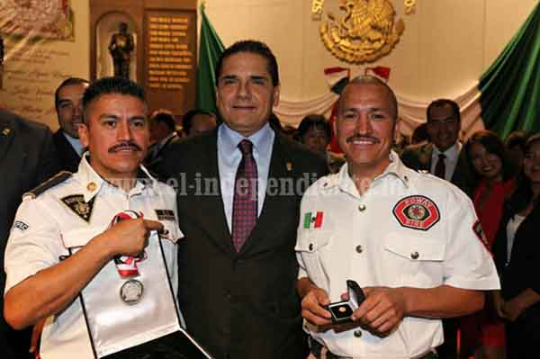 Entrega Gobernador Presea al Mérito Suprema Junta Nacional Americana 2016
