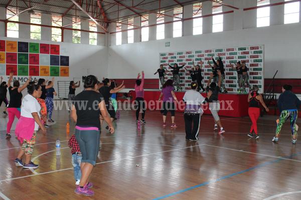 Se certificaron ocho instructoras de baile.