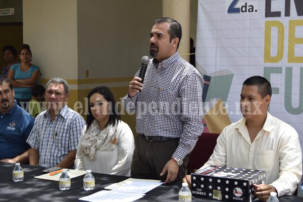 Realizan la segunda entre de Becas Futuro en Ixtlán