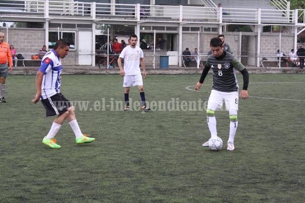 Deportivo Vázquez sigue de líder en el Torneo de Fut 7 Empresarial.