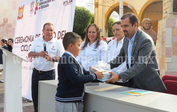 Alcalde de  Ixtlán dio banderazo de inicio del ciclo escolar en todos los niveles