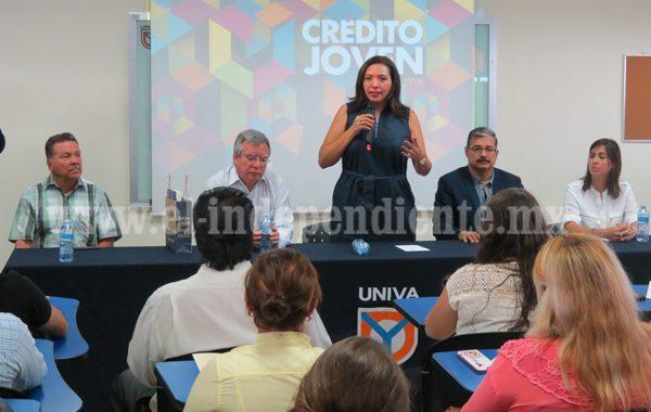 """Adriana Campos invitó a jóvenes a aprovechar el programa """"Crédito joven"""""""
