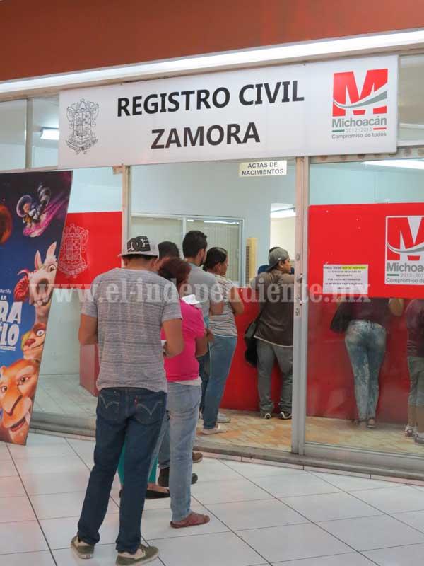 Regularizan entrega de actas en el Registro Civil