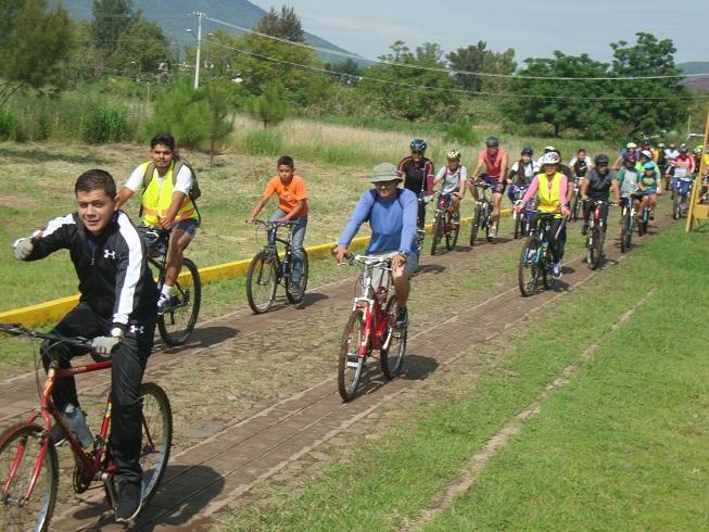 Realizaron paseo familiar en bicicleta para celebrar Día de la Juventud
