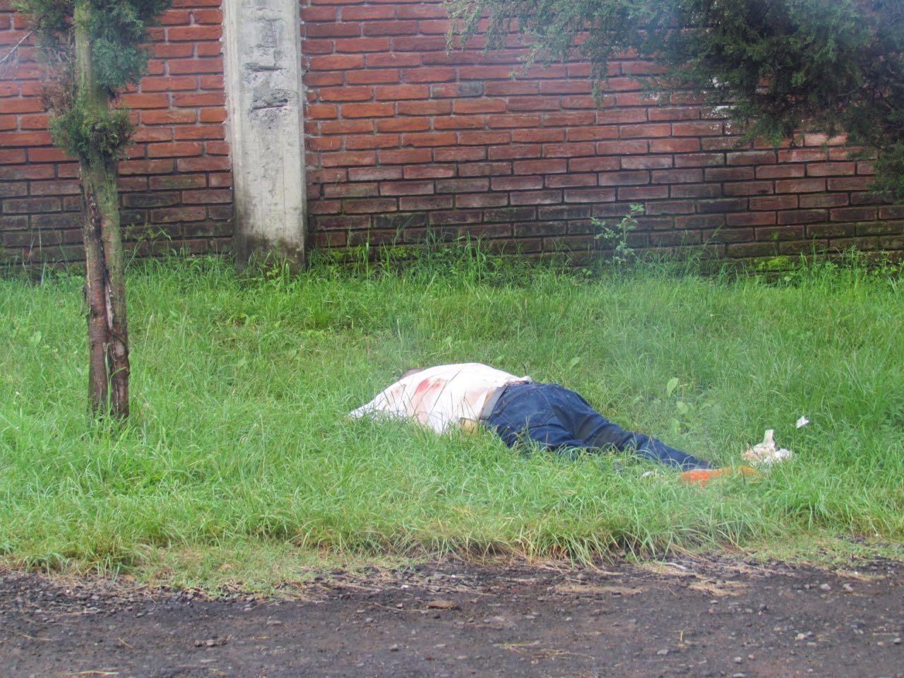 Es muerto a balazos y localizado a un costado del panteón de Toreo El Alto