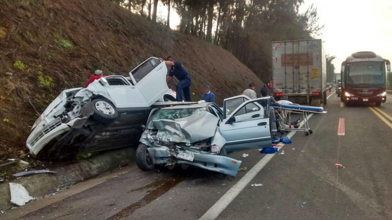 Encontronazo entre dos autos deja 7 heridos, en la Siglo XXI