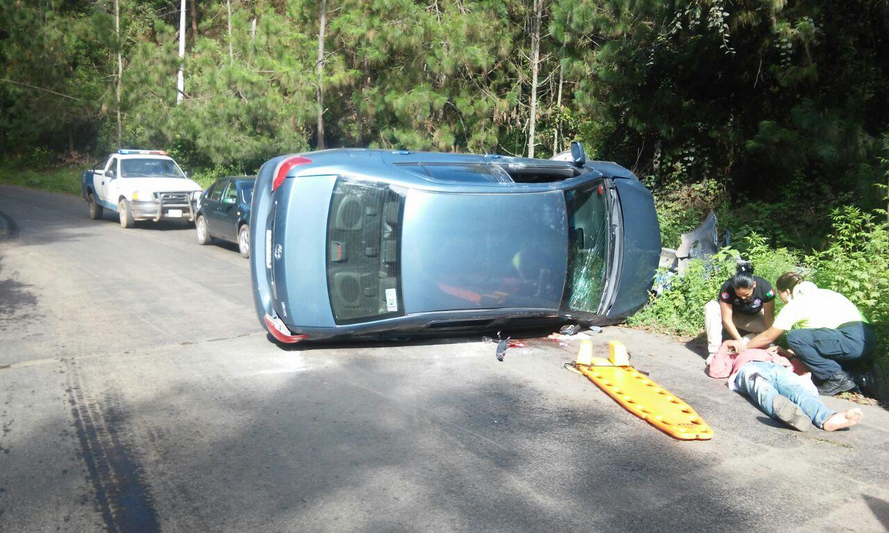 Dos volcaduras dejan cuatro heridos, en Tacámbaro