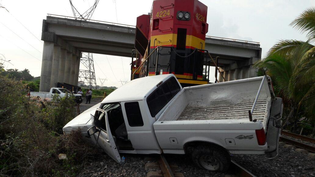 Tren embiste a una camioneta en LC, no hay víctimas que lamentar