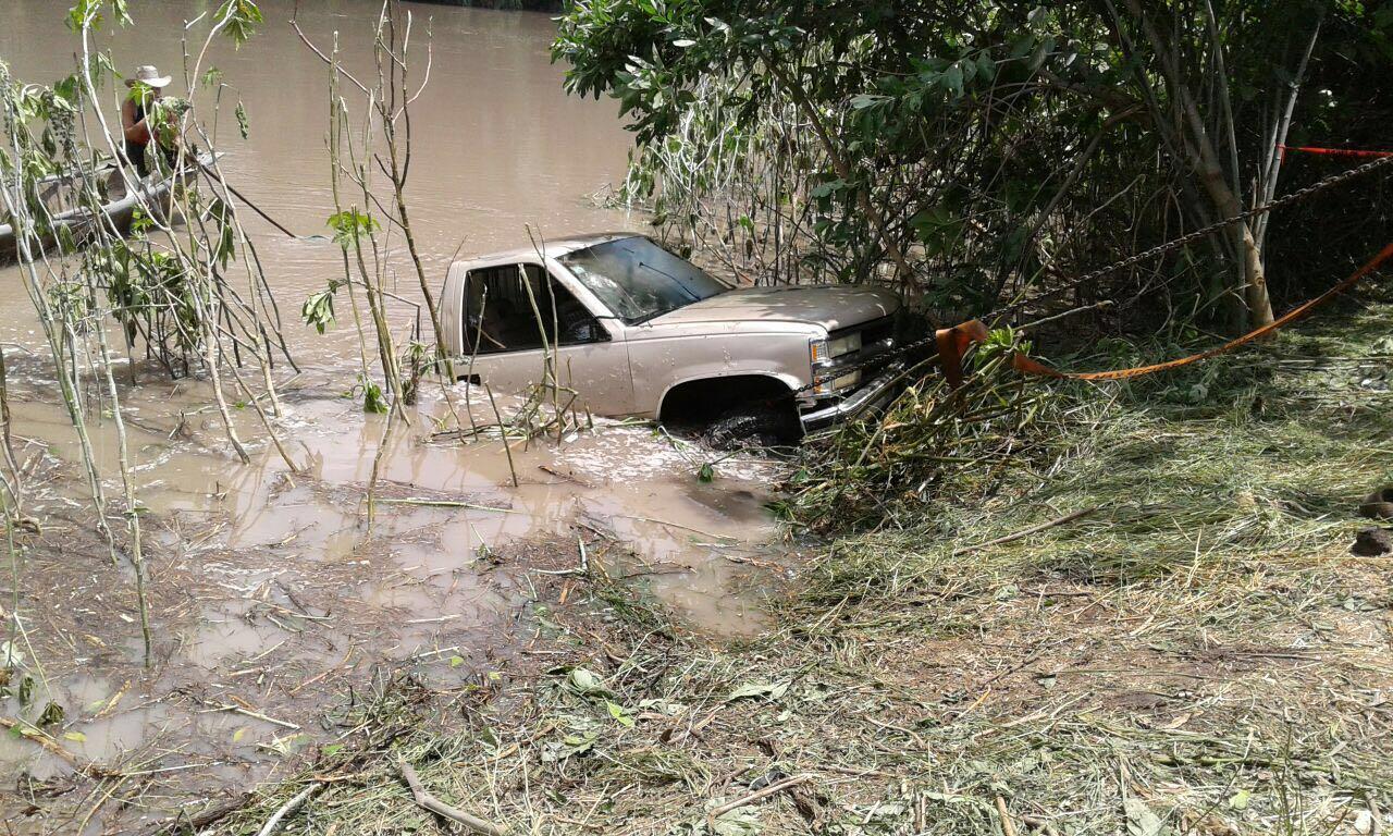 Familia de Briseñas muere luego de caer con su camioneta al Río Lerma