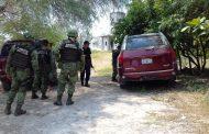 Soldados detienen a uno y aseguran armamento y vehículos, en Parácuaro