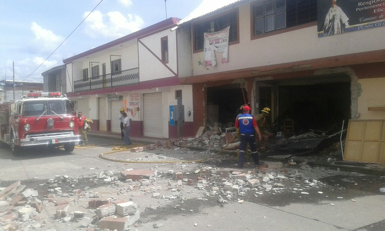 Ocurre explosión en casa parroquial y hay una lesionada por quemaduras