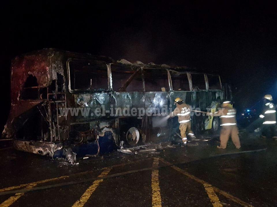 Arde autobús en Zamora; 2 pasajeros resultan levemente intoxicados