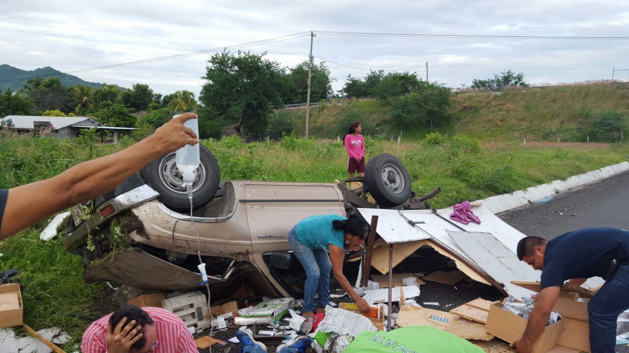 4 heridos y cuantiosos daños materiales en tres fuertes accidentes viales, en Michoacán