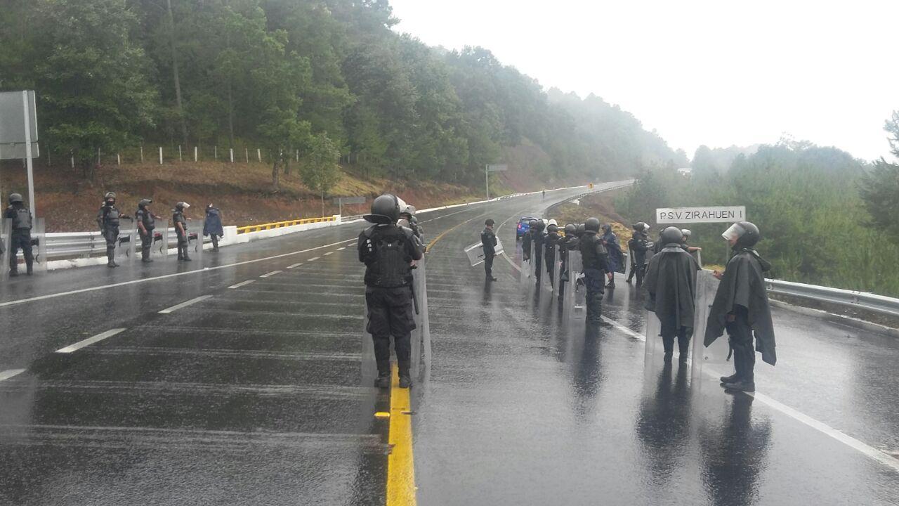 SSP libera vías de comunicación en Pátzcuaro