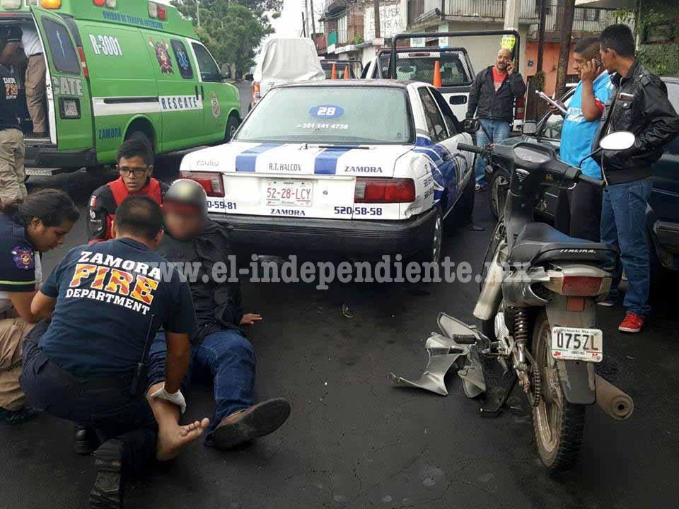 Choque de taxi y motocicleta deja un lesionado en Zamora