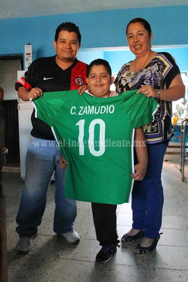 "Claudio Zamudio seleccionado sub 20 envió regalo al niño ""Chavita"" Cervantes."