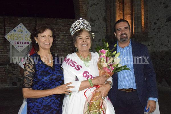 ÁNGEL MACÍAS, ALCALDE DE IXTLÁN, CORONÓ A MISS 60