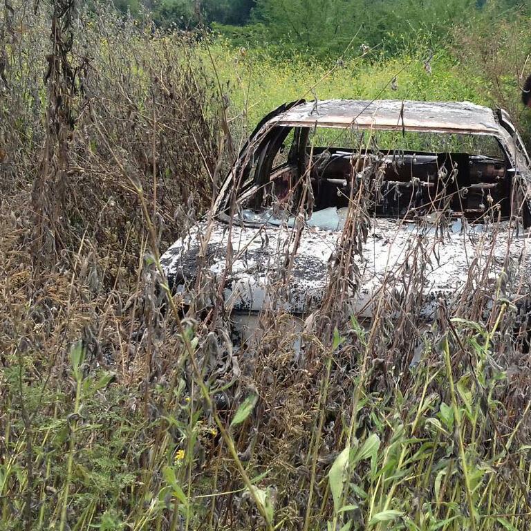 Encuentran 3 cadáveres calcinados en un auto, otra vez en Apatzingán