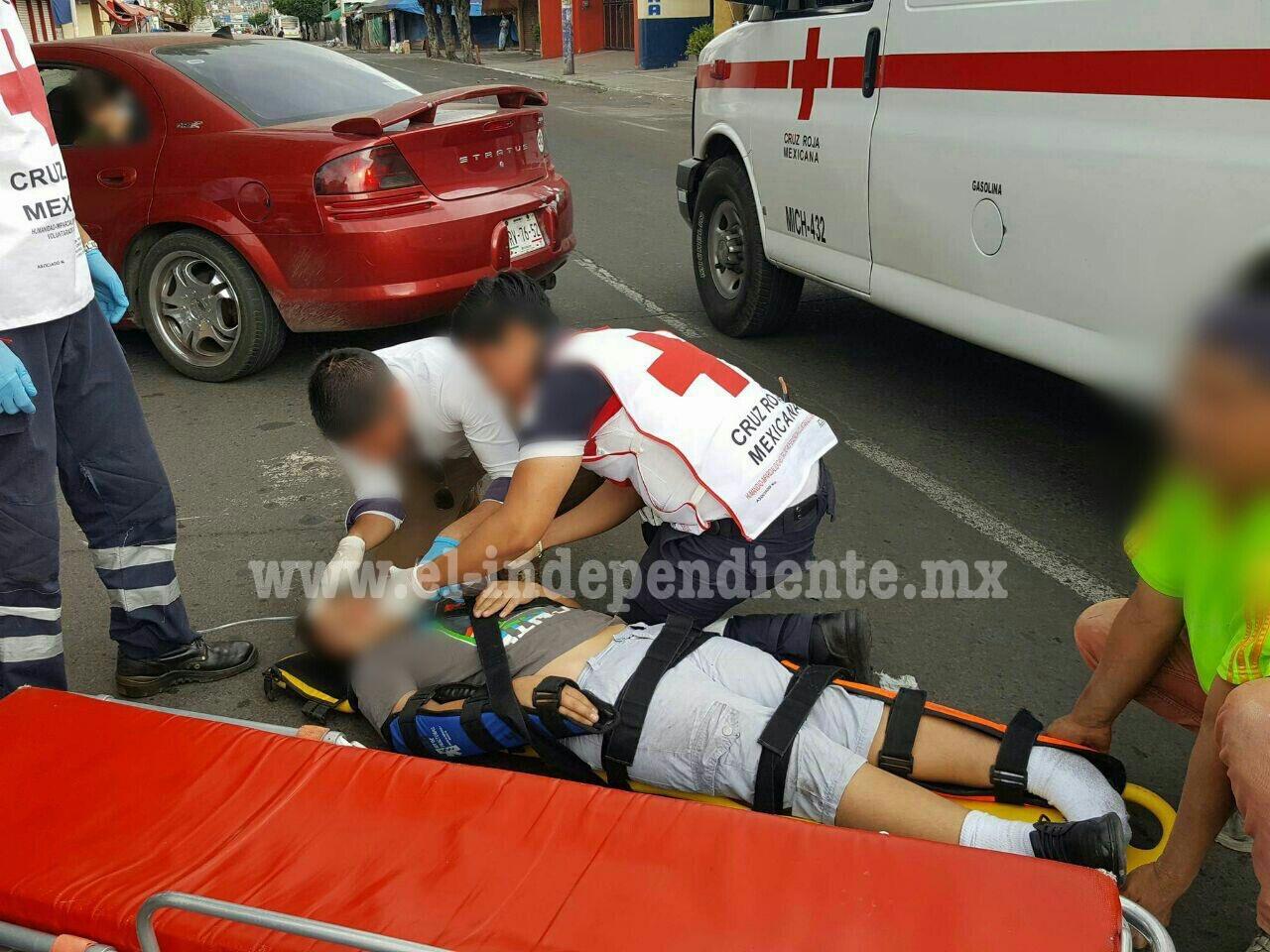 Motociclista embiste a menor y huye