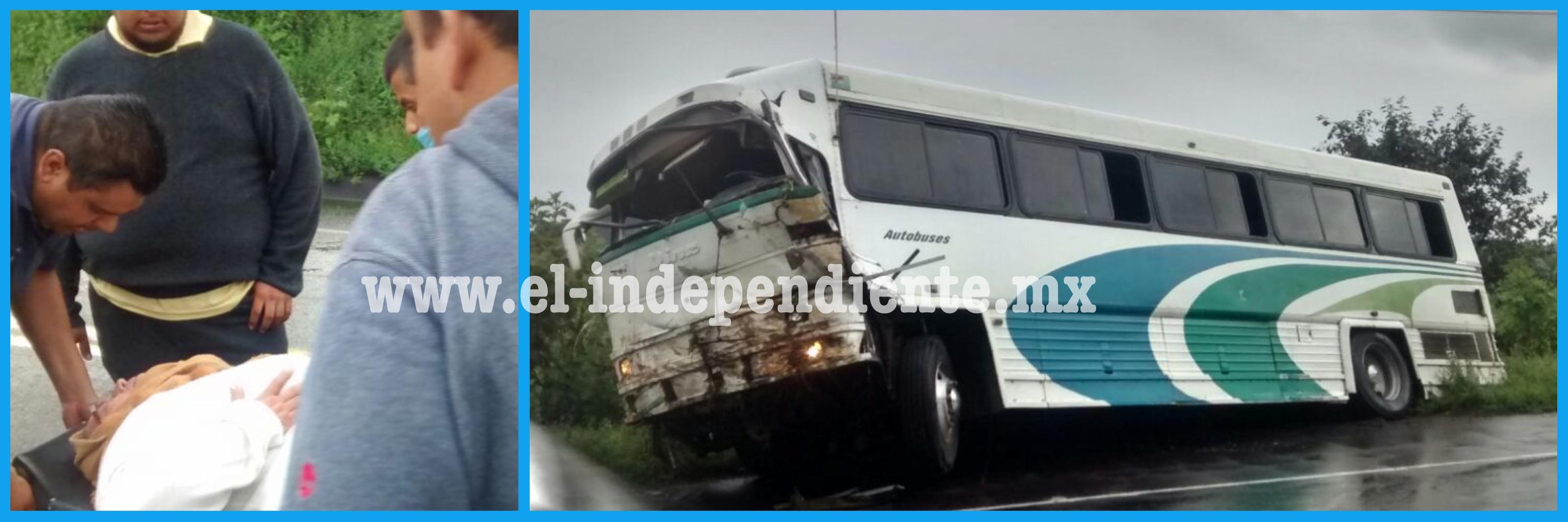 """Se accidenta camión de peregrinos que iban a visitar al """"Señor de los Milagros"""""""