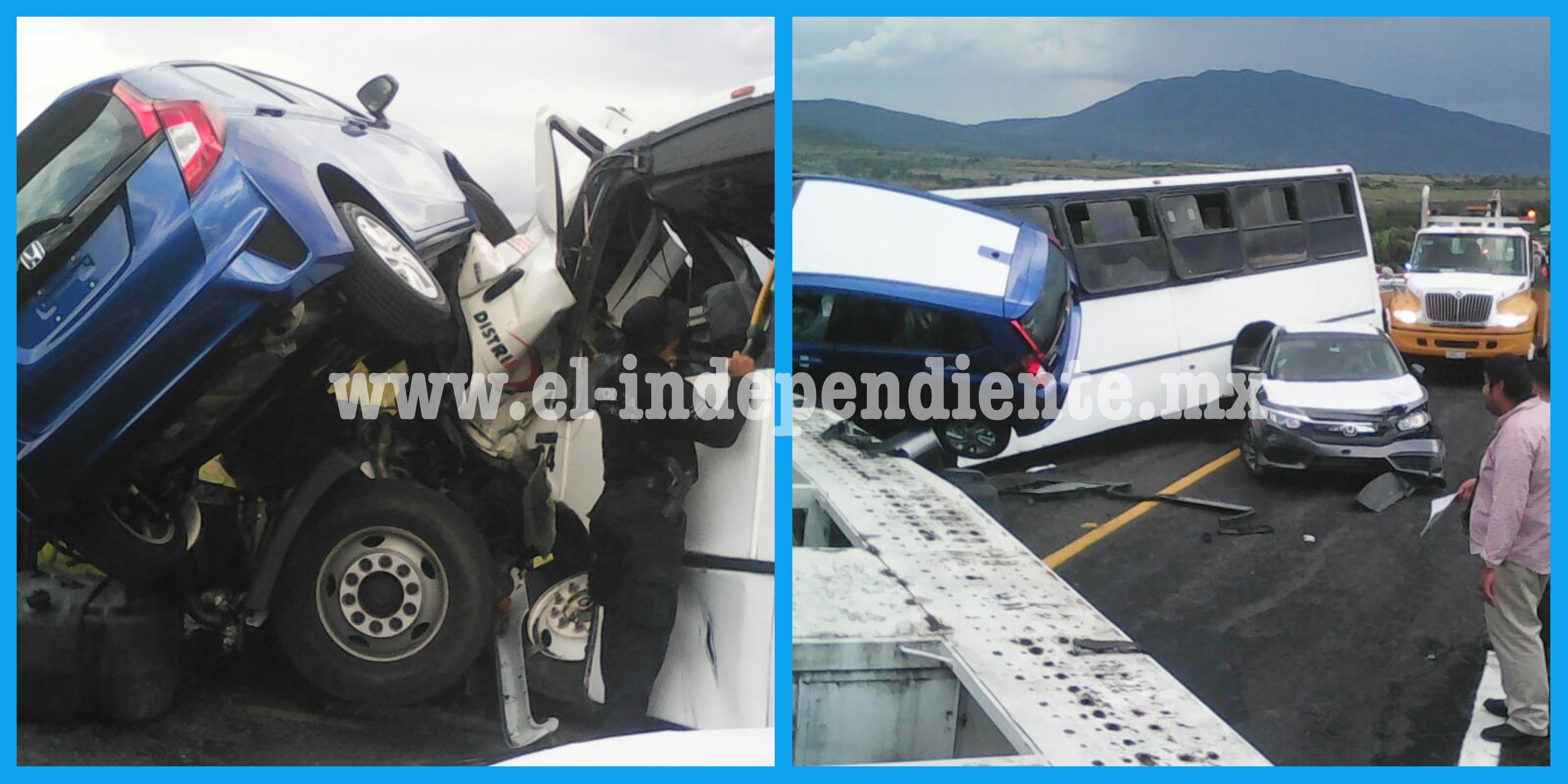 """27 lesionados deja un choque de vehículo """"nodriza"""" contra camión de pasajeros: PCE"""