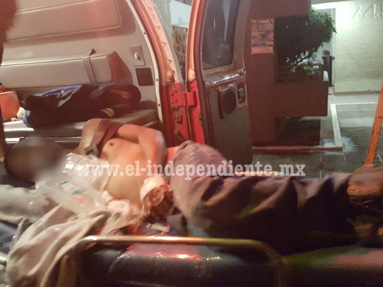 Es atacado a balazos en la entrada de su domicilio en Tangancícuaro
