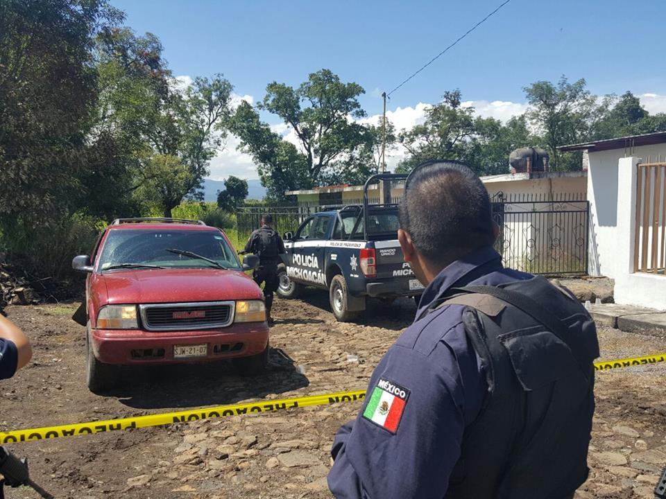Tras enfrentamiento Policía aseguran dos vehículos en Tangancícuaro