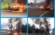 Supuestos normalistas incendian 4 automotores más en la Meseta