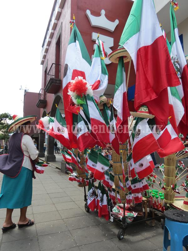 Vendedores de banderas, tradición que se extingue