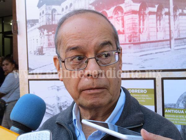 Álvaro Ochoa, escritor e investigador, presentó el libro Los  Agraristas de Atacheo