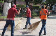Refuerzan campaña de limpieza en espacios públicos y calles