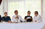 Convive Gobernador con Comité Ciudadano de Cenobio Moreno en Casa de Gobierno