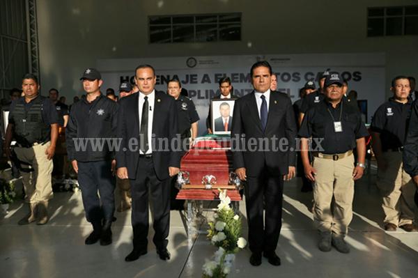 Gobernador rinde homenaje a agentes caídos en el cumplimiento de su deber