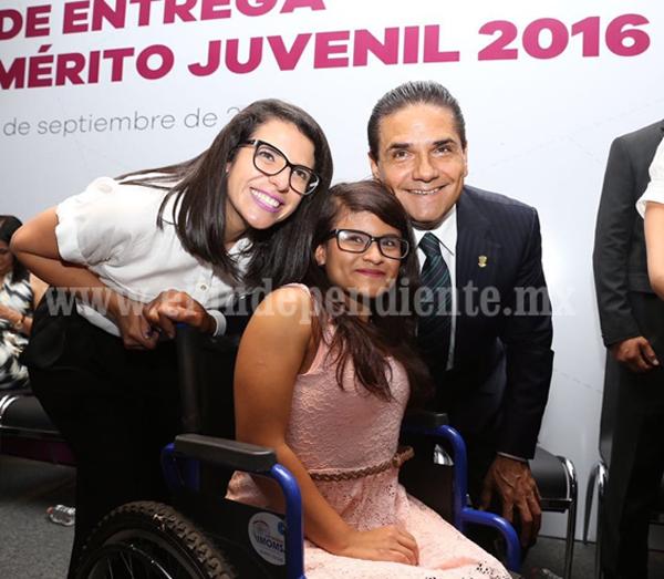 Entrega Gobernador Premio Estatal al Mérito Juvenil 2016