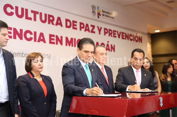 Propone Silvano Aureoles modificar distribución del Presupuesto 2017 a favor de municipios