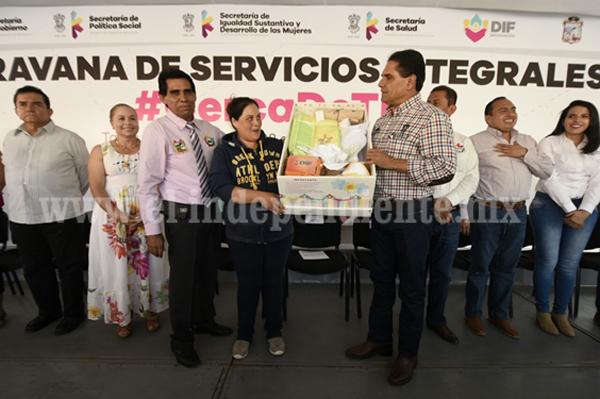 Acerca Gobernador apoyos sociales a habitantes de Tanhuato