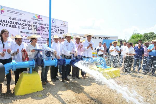 Asegura Silvano Aureoles abasto de agua en Huetamo por tres décadas