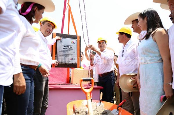 Ahora en Huetamo, Silvano Aureoles arranca construcción de Ciudad de las Mujeres