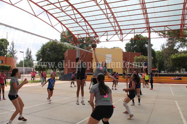 Equipo de las Estrellas brilla en el Torneo de Voleibol de Madres de Familia